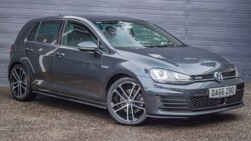 Used VOLKSWAGEN GOLF in Surrey for sale